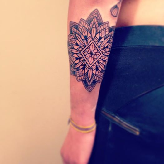 Pinterest le catalogue d 39 id es - Tatouage mandala avant bras femme ...