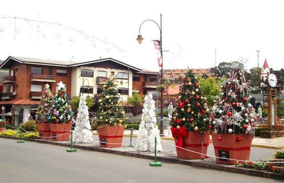 A cidade toda decorada para o Natal