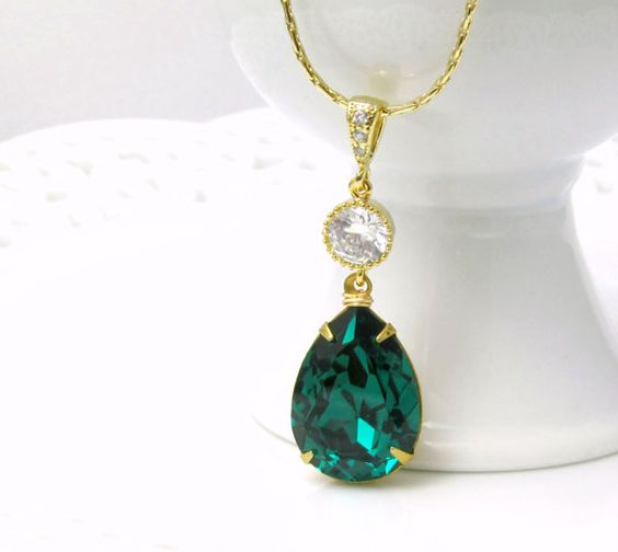Emerald Green Necklace Swarovski Crystal Teardrop Necklace Gold Chain Wedding Jewelry Bridesmaid Gift 2013 Color of the Year Emerald Jewelry: Gold Chains, 24 99, Emerald Green, Swarovski Crystals, Green Necklace, Bridesmaid Gift