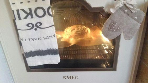 Il pane fatto in casa con lievito madre e farine antiche. Da provare. La preparazione è un momento speciale che condivido con mia sorella nella sua calda cucina. Insegnante: mia sorella Elisabetta