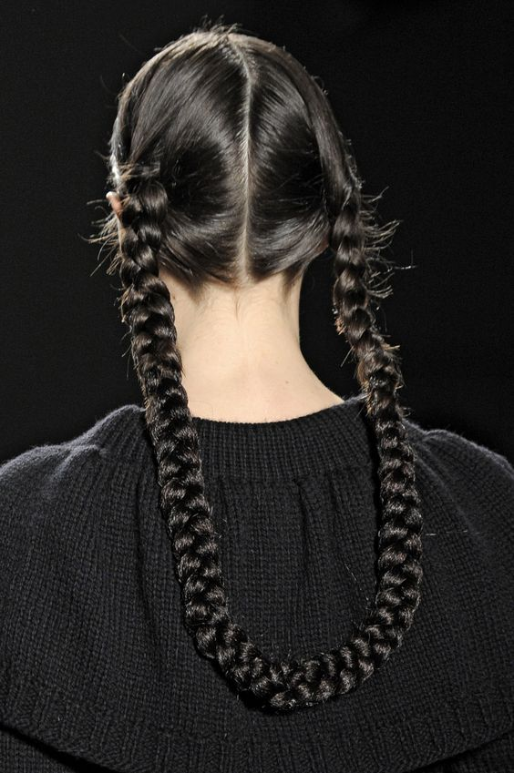 If you're stumped on how to wear your hair try the versatile braid! #fashion #look #hair #look #be