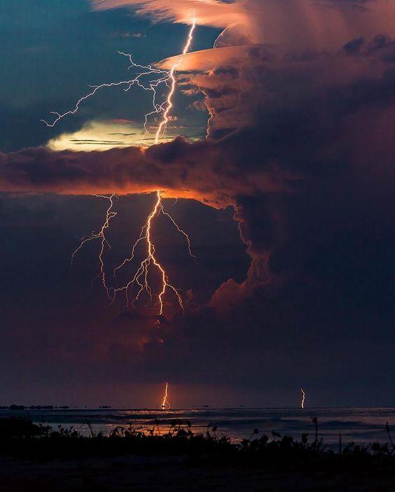 Lightning in Ologa, Venezuela   Photo by J.piophotography