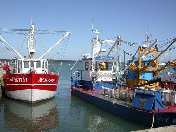 Ponton et bateau ostréicole lors de la Fête de l'huitre, Locmariaquer. Jean-Charles Guillo