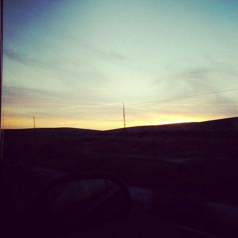 Te imaginas poder trabajar mientras viajas? Nosotras te enseñamos como informate ahora www.yolandaypaul.com/pin #daphneeyyolanda #internetmarketing #serfeliz #estoyenel1 #calidaddevida #sevilla #viajar #travel #work #monday #yoestoyenesto #instapic #campo #nature #sunset