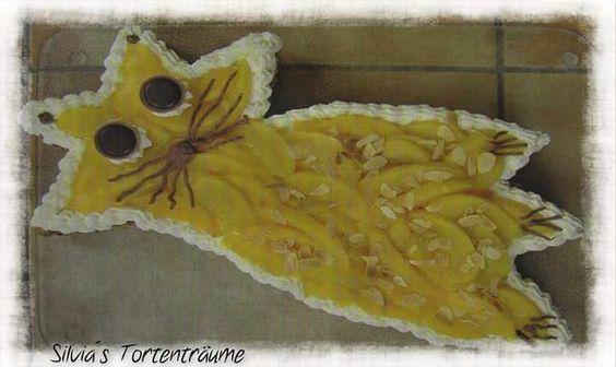 Silvia's Tortenträume: Tortenboden mit Pfirsichen als Katze (Sternform)  Rezept Tortenboden: https://www.facebook.com/notes/silvias-tortentr%C3%A4ume/tortenboden-einfach/525743200860006 Mieze Katze Kuchen