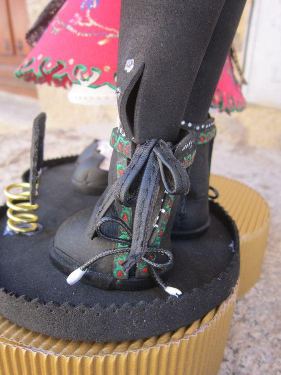 Detalle de los botos de un fofucho charro. Todo esta hecho en goma eva y pintado a mano. elenamertinlopez.blogspot.com.