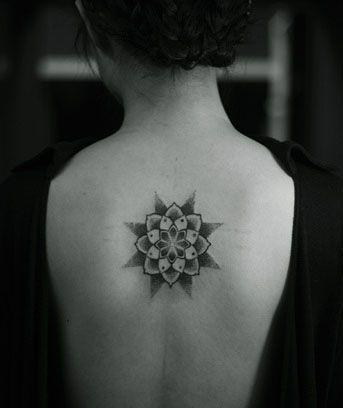 symmetrical star tattoo: Beautiful Tattoos, Artsy Tattoos, Tantalising Tattoos, Hot Tattooes, Star Tattoo Designs, Star Tattoos, Tattoos Piercings, Tattoos Chiditos