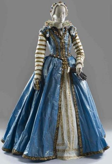 Costume based on the portrait of Eleonora di Toledo de Medici/Maria de Medici by Alessandro Allori , c. 1590/1555-57. Made by Isabelle de Borchgrave and Rita Brown ('Papiers à La Mode'):