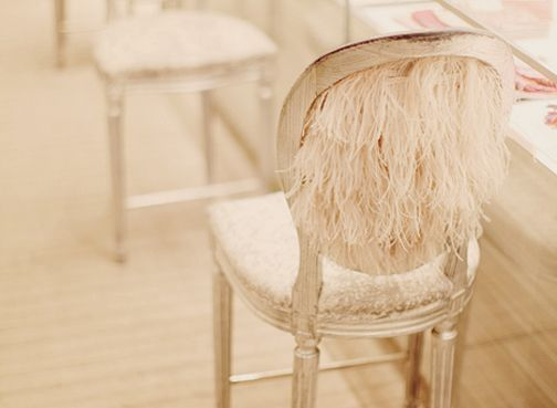 This chair has maribou feathers on the back. Are you in love?! (they must not have cats there)   via - Magnifique ♥