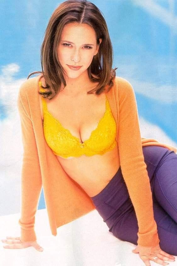 Pin By Jesse James On Jennifer Love Hewitt Jennifer Love Jennifer Love Hewitt Jennifer Love Hewitt Young