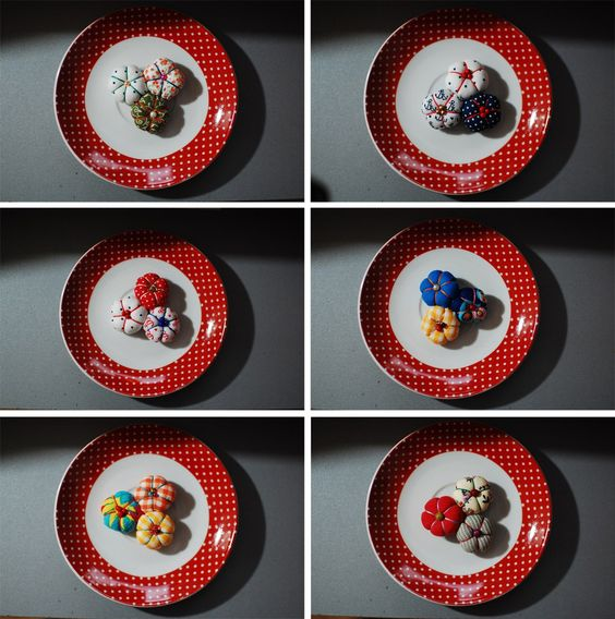 mini-broches (3€) estupendos para decorarte!!!  pedidos / info: retalesdecafeina@hotmail.com