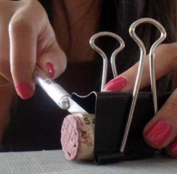 How to cut a wine cork