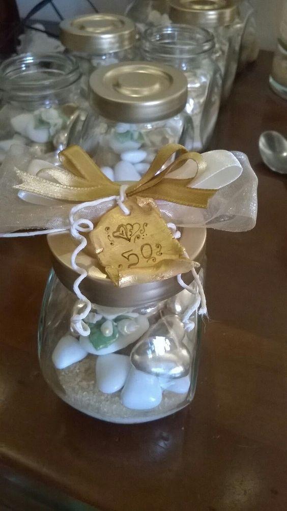 Idea bomboniera nozze d'oro: portaspezie vetro con confetti decorati