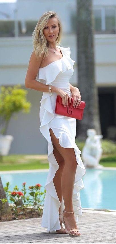 Vestido branco babado