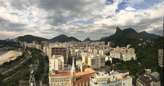 Bom dia! Trabalhar com essa vista é inspirador. Principalmente para elaborar muitas novidades para 2016 vem coisa boa por aí! com.  _____________________________________________  #joiasrenatarose #renatarosedesignerdejoias #rio #riodejaneiro #rj #rioeuteamo #cidademaravilhosa #errejota #RIOdejaneiro #RioGuiaOficial #Rio #IG_RiodeJaneiro_ #nofilter #nofilterneeded #picoftheday #photoftheday #awesome #bestoftheday #love