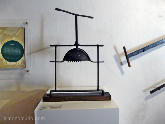 Instrumentos  de tortura reales 641159598e93e03ad085331dcbb09ea2