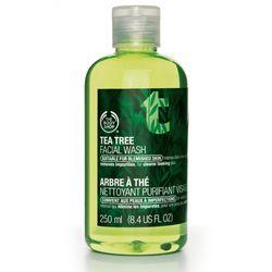 Nettoyant Purifiant Visage Arbre à Thé, il donne l'impression d'avoir une peau vraiment propre et avec la lotion, on se sent nette vraiment.