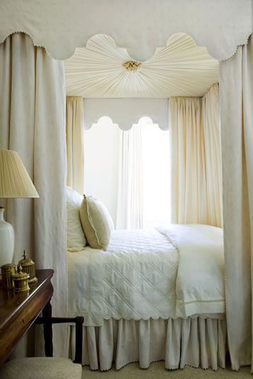 Whats dreamier than a winter white canopy bed? NOTHING! Phoebe Howard