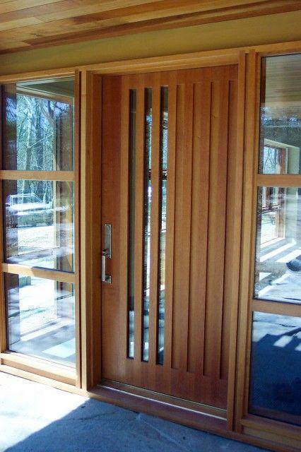 Puerta moderna enchapada en madera con aperturas de vidrio for Puertas de entrada de madera y vidrio