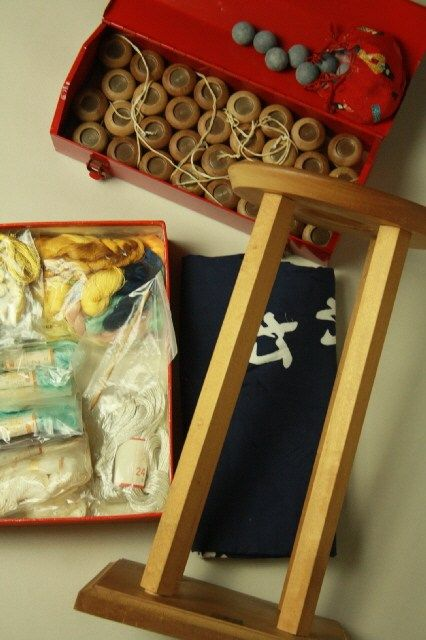 Kumihimo set / 丸台と重りに風呂敷・絹糸付 組紐用セット一式   #Kimono #Japan http://global.rakuten.com/en/store/aiyama/