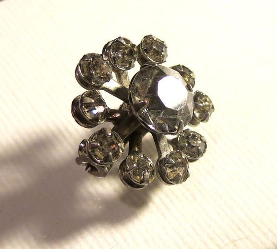 Hey, I found this really awesome Etsy listing at https://www.etsy.com/listing/109693173/antique-mid-century-rhinestone-brooch