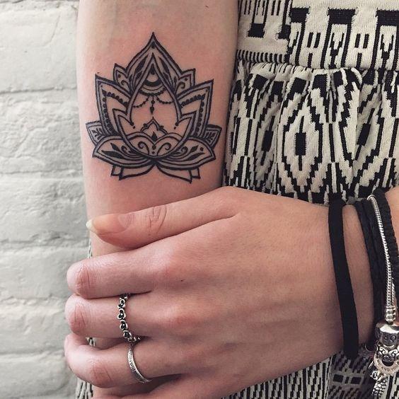 My first steps #tattoo Вот уже несколько дней сбываются мои мечты✨ Я учусь у безумно талантливой @sashatattooing, держу в руках машинку и создаю мехенди, которое будут носить всю жизнь❤️ Большое спасибо всем, кто откликнулся, что бы стать добровольцем! К сожалению, успею только несколько человек) Всех остальных жду на роспись #veronicalilu
