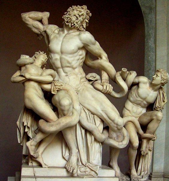 El grupo escultórico del Laocoonte es una escultura de mármol (242 cm de altura) escultores Agesander, Atanadoro y Polidoro, construido en el siglo primero.  BC