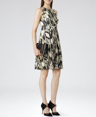 Pin for Later: How You Can Copy Taylor Swift's Sweet-Girl Style Reiss Winnie Short Pleated Dress Reiss Winnie Short Pleated Floral Dress (£189)