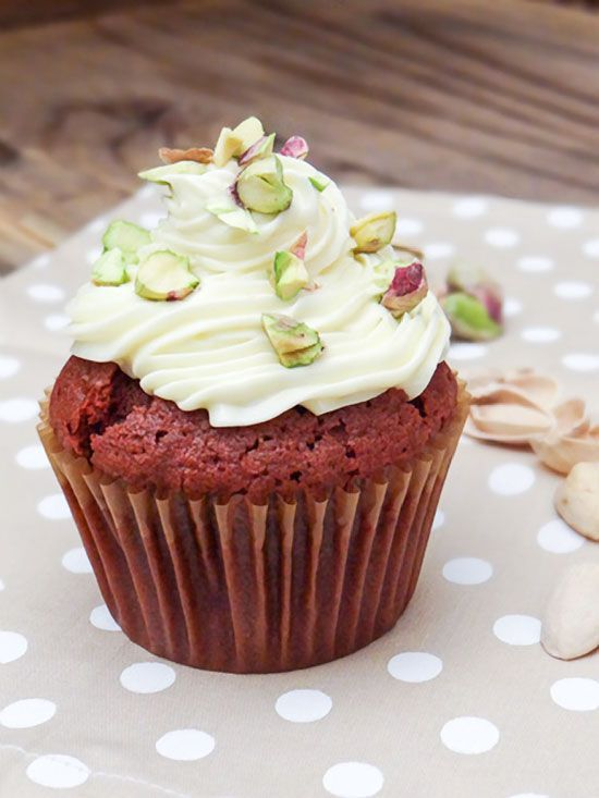 Red Velvet Cupcakes with Cream Cheese Frosting and Salted Pistachios. #recipes #red_velvet #cupcakes