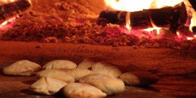 Les fouées cuites dans un resto troglo à Rochemenier