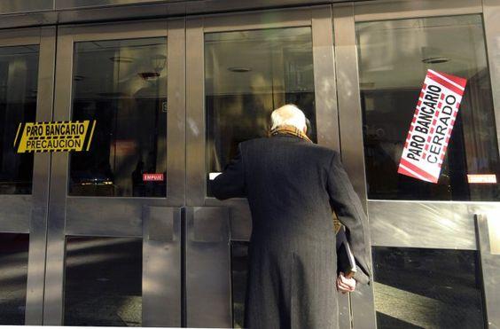 Comenzó la protesta de bancarios ya no hay atención al público - Minutouno.com