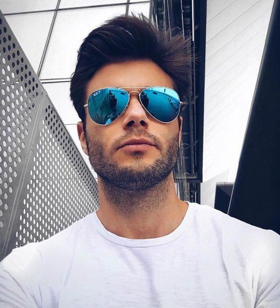 Um acessório pode fazer toda diferença no look Camiseta básica com #Rayban Aviador Espelhado?! O @amadeoleandro é puro estilo #oticaswanny