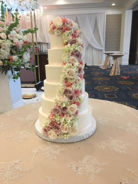 6 Tier Wedding Cake With Fresh Flower Cascade Beautiful Wedding Cakes Tiered Wedding Cake 6 Tier Wedding Cakes