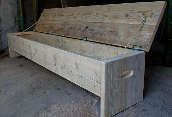 Sièges de taille personnalisée pour n'importe quelle pièce de la maison. Ce banc rustique industriel cache rangement. Peut être chaussure rangement dans votre couloir. Une boîte de couverture au pied de votre lit. Assise dans votre salle de bain. Finition en cire claire ou brut à gauche. 40cm de haut x 180 cm de long x 40 cm de profondeur. Pour les tailles sur mesure, s'il vous plaît nous contacter. Sur la photo de la version en bois brute et est un échantillon.