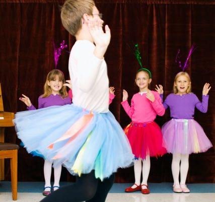 Meu filho foi para a escola de vestido. My son went to preschool in a skirt
