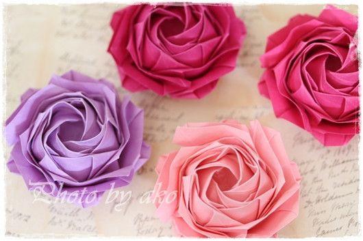みなさん、こんにちは今日はちょっと急ぐので、簡単に。。。前にもご紹介したと思いますが、佐藤ローズの簡易型の薔薇ちょっと難しかった三分の一の折り線を排除して、も…