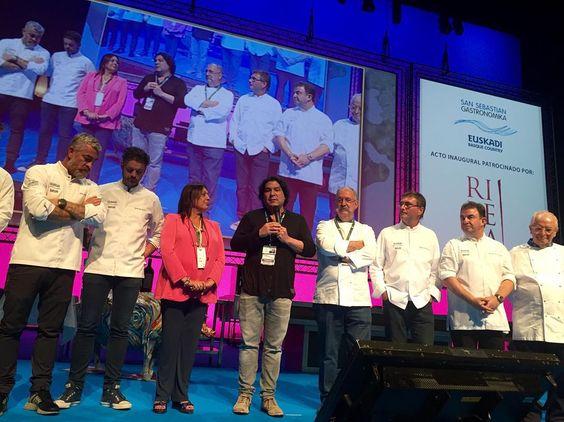 """San Sebastián Gastronomika"" homenajea al cocinero @GastonAcurio por ser promotor de la cocina peruana en el mundo. #ssg16 #gastronomia #food"