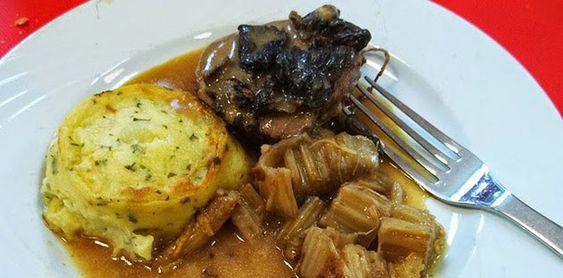 Cardons à la provençale Voici une recette traditionnelle de Noël en Provence qui saura vous surprendre. Les cardons sont des légumes très riches en fibres