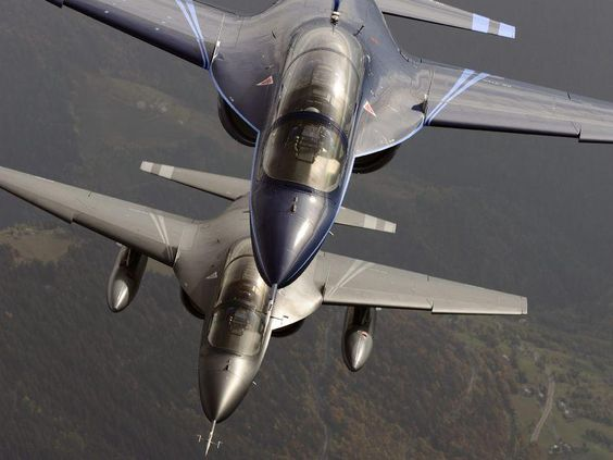 Alenia Aermacchi M-346 - Kampfflugzeuge und Militärhelikopter | FLUG REVUE