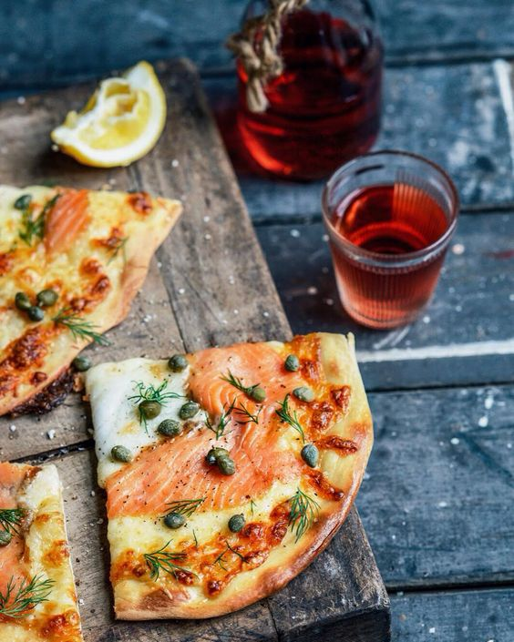 Smoked salmon pizza with dill and capers - recipe on the blog today...perfect…