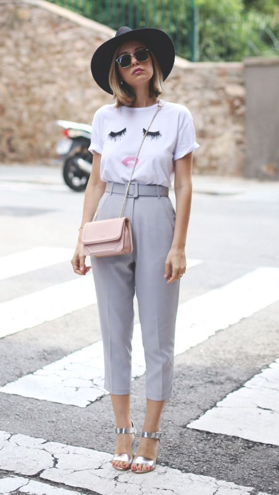como usar calça alfaiataria capri. como usar calça alfaiataria feminina. look trabalho. look social feminino. roupa para trabalhar. calça social feminina. look alfaiataria.