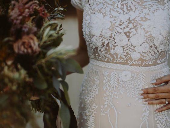Ricami personalizzati su abito sposa 6