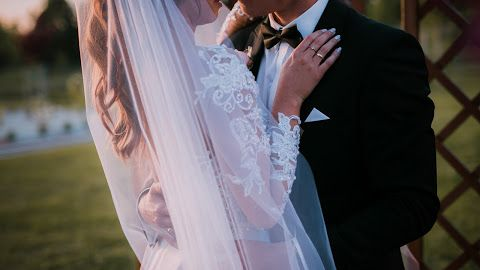 Moj Bukiet Slubny I Dekoracja Kosciola Na Slub Wedding Flowers Styloly Blog By Aleksandra Marzeda Wedding Dresses Dresses Wedding