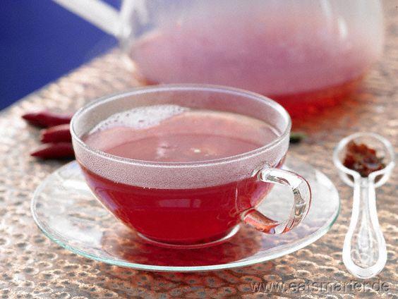 Schön fruchtig und angenehm scharf: Hagebutten-Chili-Tee - smarter - mit Rooibos. Kalorien: 0 Kcal   Zeit: 10 min. #tea