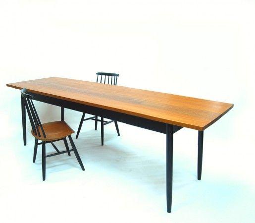 Esstisch mit Massivholzplatte aus Meranti und 50er jahre stühle