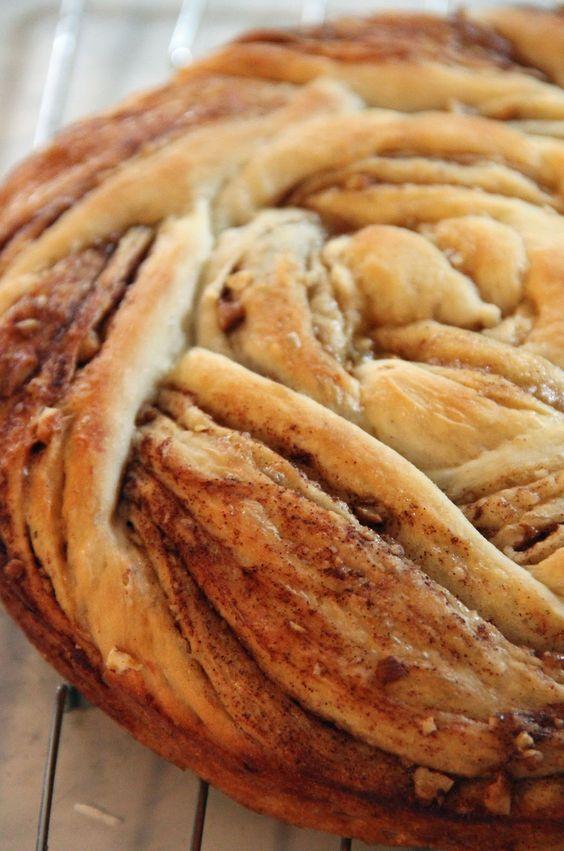 Cinnamon Roll Up Bread - so pretty :)