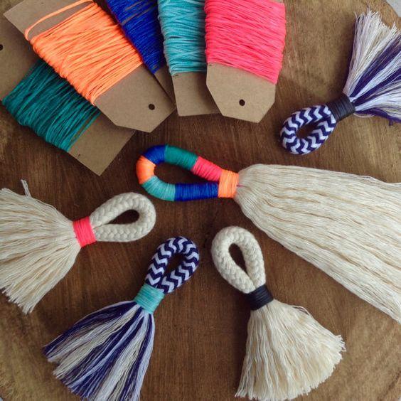 DIY Quaste machen Kit und Anleitungen. Machen Ihre eigenen groß oder Mini-Quasten mit cremefarbenen Baumwoll-Seil (oder Marine und weißen