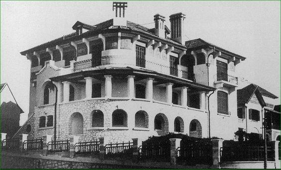 Chalet de Pedro Méndez, Moreno 1006-44 / Mendoza  Construído por Arturo Lemmi (1925), proyecto de los Arq. Godoy y Cárrega Gayán.