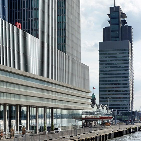 XXL development by #koolhaas and #foster on the Kop van Zuid in #rotterdam. Look at that flag in between the buildings. It's on top of the #hotelnewyork , an early example of re-use which is the dominant thing in urban planning nowadays. #kopvanzuid #oma #normanfoster #remkoolhaas #cruiseterminal #urbanism #architecture
