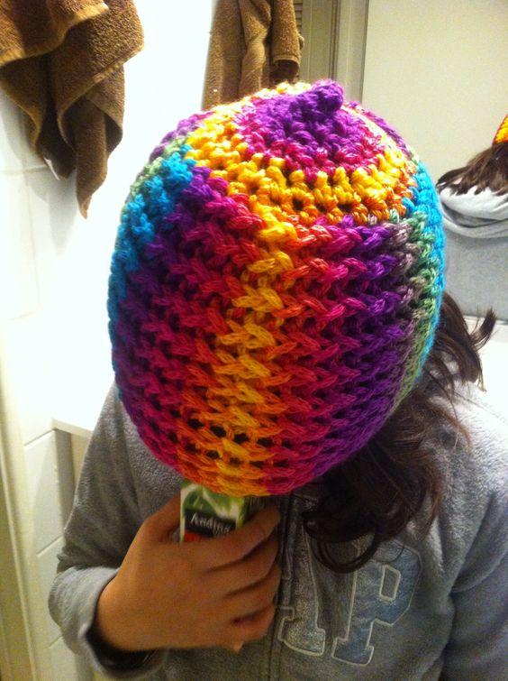 Gorro a telar y terminación a crochet